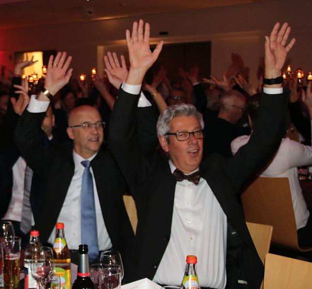 Allen Grund zur Freude haben Geschäftsführer Hans-Peter Frei (links) und Personalleiter Winfried Klötzer. | Bild: Jakober, Stephanie
